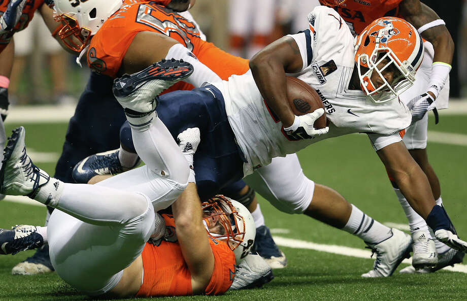 Miers running back Josh Bell takes it over the top of Roadrunner defensive end Cody Rogers as UTSA hosts UTEP at the Alamodome on October 25, 2014. Photo: TOM REEL