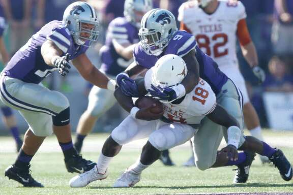 Kansas State's Elijah Lee (9) sacks Texas' Tyrone Swoopes, whose lofty production of the last two weeks came to a screeching halt.