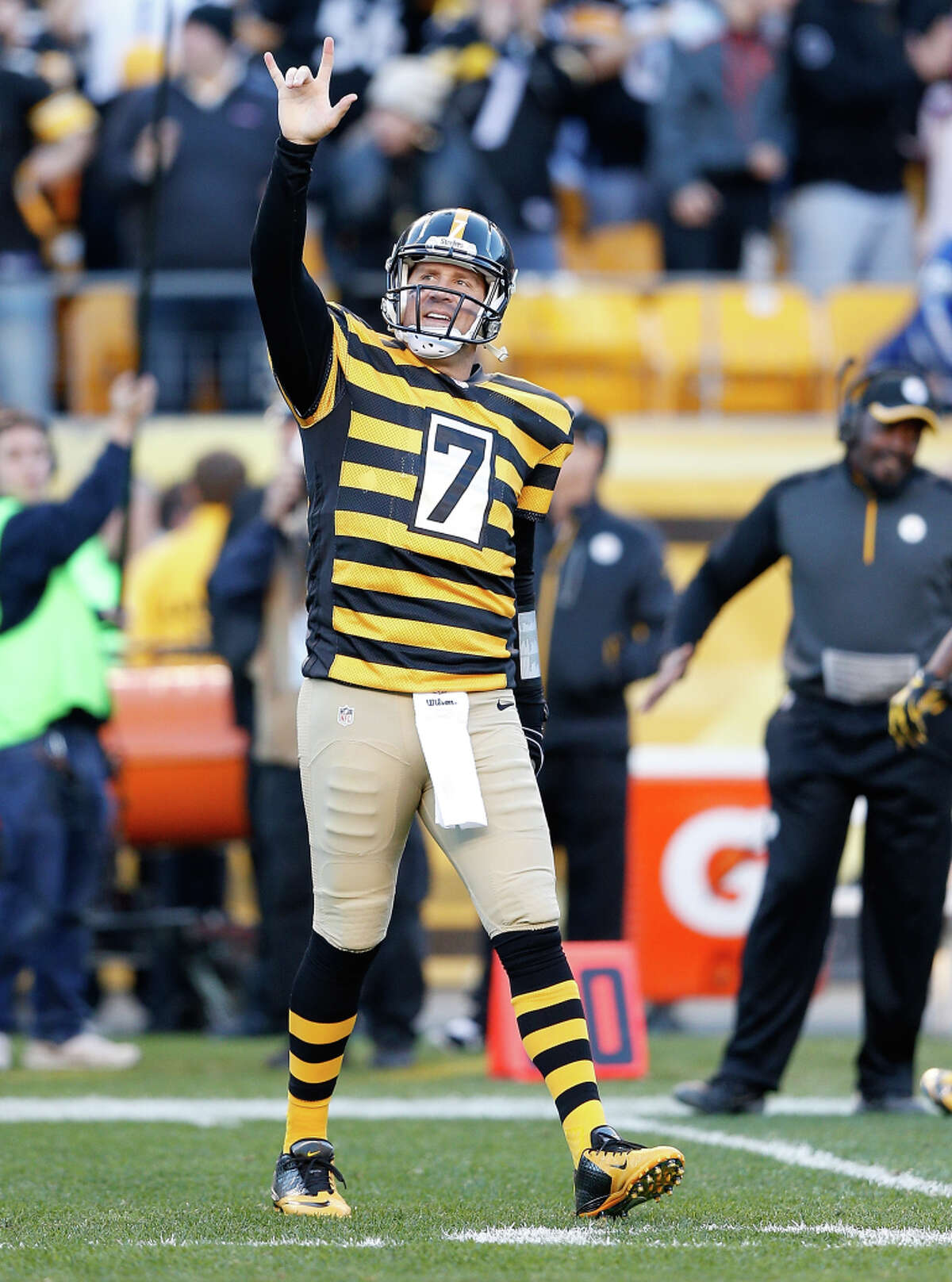 Ben Roethlisberger's 522 yards passing against the Colts on Sunday tied him for fourth-best all time.