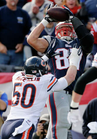 New England Patriots tight end Rob Gronkowski (87) catches his second touchdown of an NFL football game in front of Chicago Bears outside linebacker Shea McClellin (50) in the first half on Sunday, Oct. 26, 2014, in Foxborough, Mass. (AP Photo/Elise Amendola) ORG XMIT: FBO111 Photo: Elise Amendola / AP