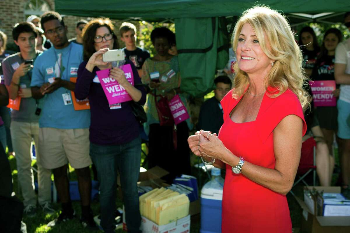 Texas gubernatorial candidate Wendy Davis drew a number of supporters to a get-out-the-vote rally Sunday in Bellaire.