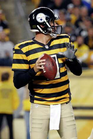 Pittsburgh Steelers quarterback Ben Roethlisberger looks to pass in the third quarter of the NFL football game against the Indianapolis Colts, Sunday, Oct. 26, 2014, in Pittsburgh. (AP Photo/Gene J. Puskar) ORG XMIT: PAKS113 Photo: Gene J. Puskar / AP