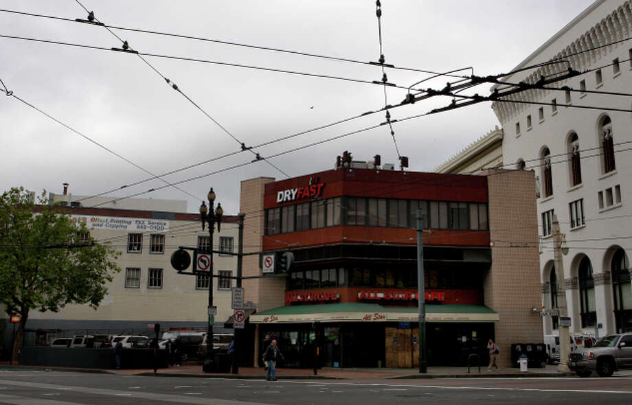 The intersection of Market Street and Van Ness Avenue could soon be home to a new  400-foot tower. Photo: Brant Ward / Brant Ward / The Chronicle / ONLINE_YES
