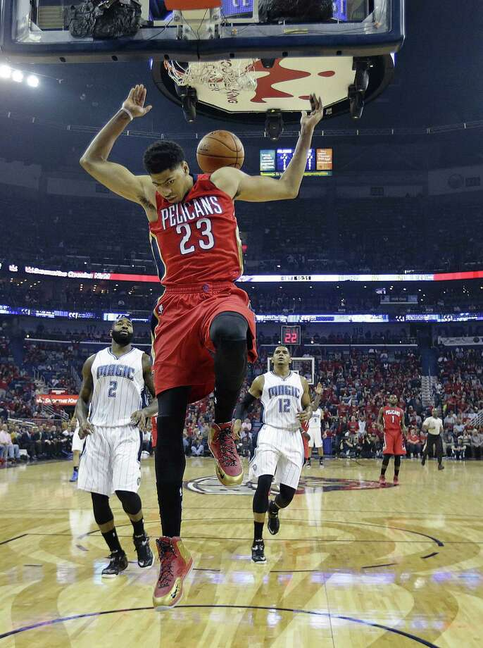 Anthony Davis, who had 26 points, 17 rebounds and nine blocks, dunks in front of Kyle O'Quinn (2) and Tobias Harris. Photo: Gerald Herbert / Associated Press / AP