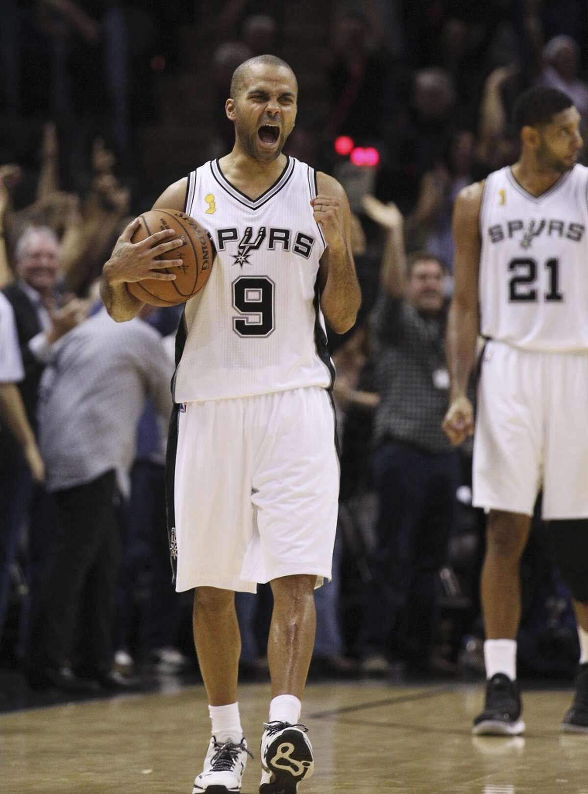 Spurs' Tony Parker (09) reacts as time runs out in the season opener against the Dallas Mavericks at the AT&T Center on Tuesday, Oct. 28, 2014. Spurs defeat the Mavericks, 101-100. (Kin Man Hui/San Antonio Express-News)