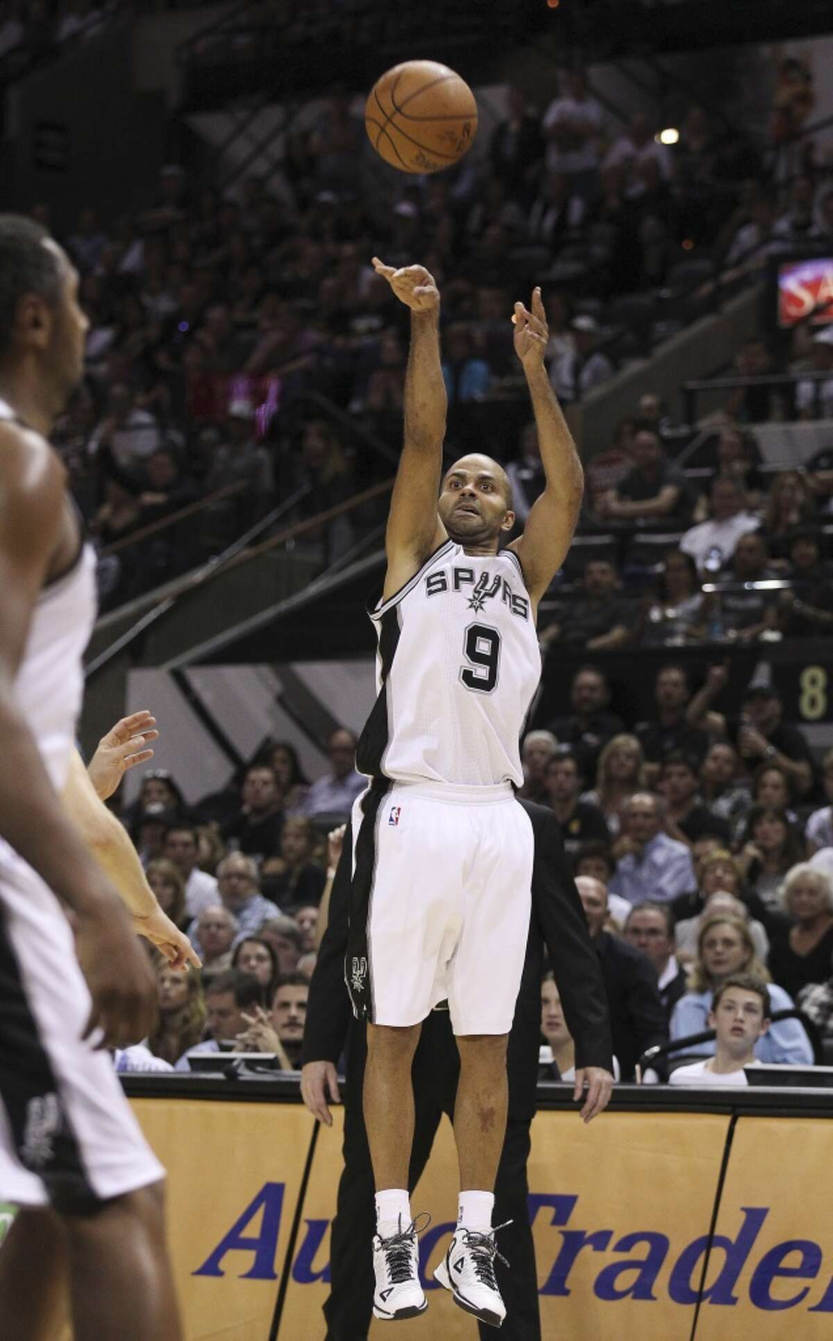 Spurs' Tony Parker (09) shoots a three late in the game against the Dallas Mavericks at the AT&T Center on Tuesday, Oct. 28, 2014. Spurs defeat the Mavericks, 101-100. (Kin Man Hui/San Antonio Express-News)