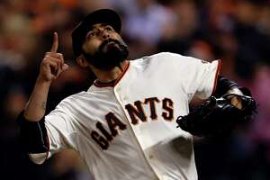 Giants to re-sign reliever Sergio Romo - Photo
