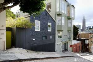 A 330-sq-ft former earthquake cottage in Telegraph Hill sells for $765K - Photo