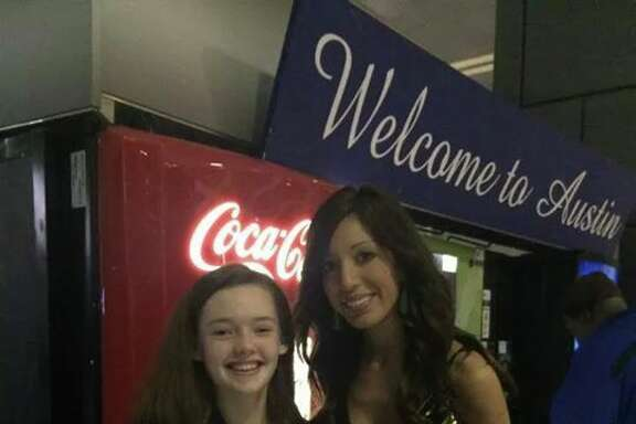 """""""Teen Mom"""" star Farrah Abraham poses with a fan in a Texas airport while holding a copy of Joel Osteen's """"You Can, You Will"""" (facebook.com/FarrahAbrahamOfficial)"""