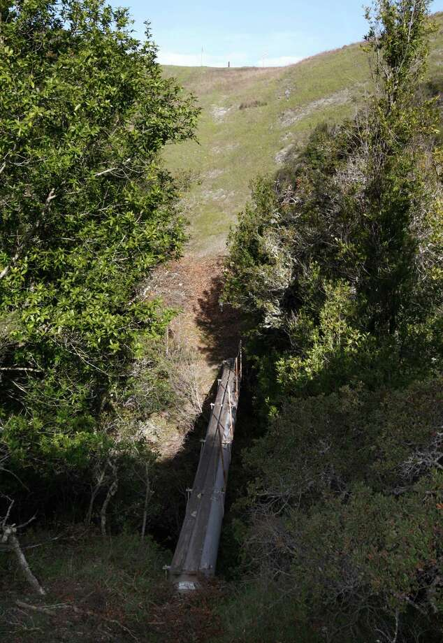 An exposed section of PG&E pipeline on the Peninsula. Photo: Paul Chinn / Paul Chinn / The Chronicle / SFC