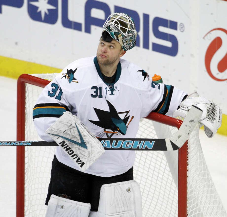 Antti Niemi made a career-high 43 saves but allowed two shootout goals as the Sharks fell. Photo: Ann Heisenfelt / Associated Press / FR13069 AP