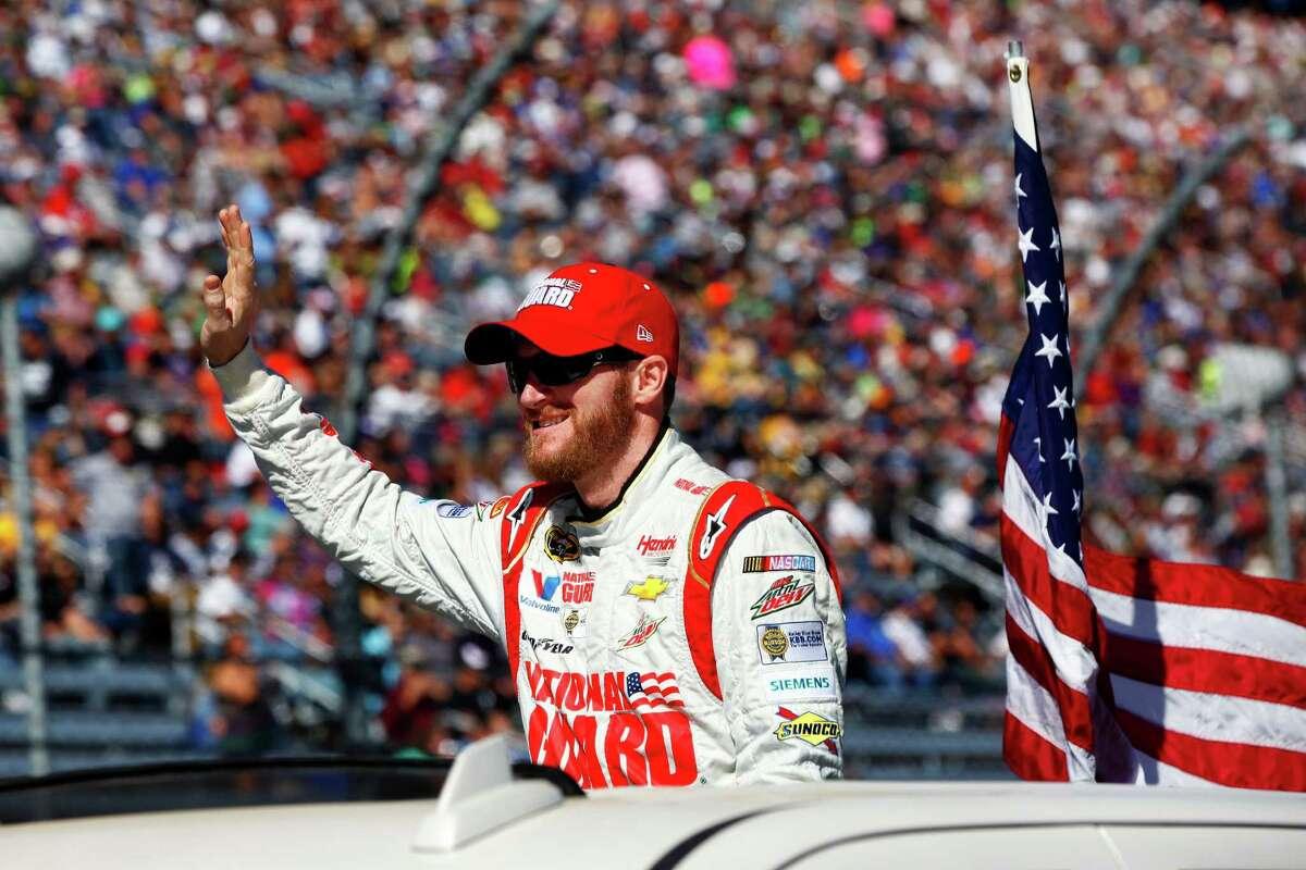 28. Dale Earnhardt, Jr. NASCAR U.S. Total: $25.9 million Salary/winnings: $14.9 million Endorsements: $11 million