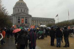 Poncho party: Rain showers grow over Giants fans - Photo