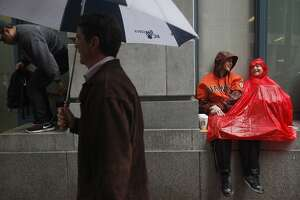 Poncho party: Giants fans unruffled by rain - Photo
