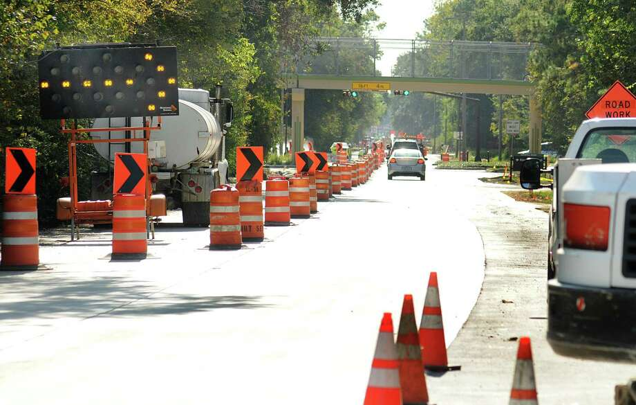 Drivers have to use one lane as construction on the water pipeline continues on the southbound section of Grogan's Mill Road. Construction of the 57 mile San Jacinto River Authority pipeline from Lake Conroe to The Woodlands is nearing completion. Photograph by David Hopper Photo: David Hopper, Freelance / freelance