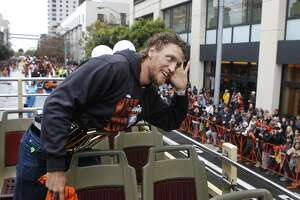 Giants' parade: Pence leads cheers; Hudson skips across stage - Photo