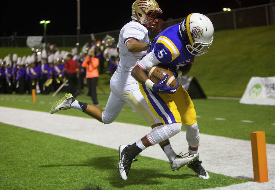 Jersey Village's Rokeem Paul (5) hauls in one of quarterback Deshun Qualls' four touchdown passes in Friday's win over Cypress Woods. Photo: Cody Duty, Staff / © 2014 Houston Chronicle