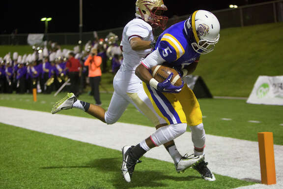 Jersey Village's Rokeem Paul (5) hauls in one of quarterback Deshun Qualls' four touchdown passes in Friday's win over Cypress Woods.