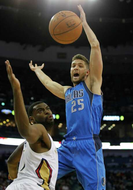 Former Rocket Chandler Parsons scored 20 points to help the Mavericks win their second consecutive game. Photo: Bill Haber, FRE / FR170136 AP