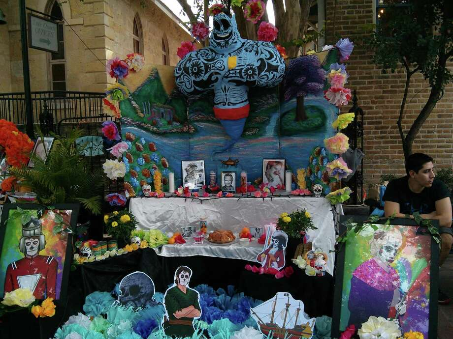 Trinity Artworks honoring Robin Williams. Richard Barcenas is at the right. Other artists are Angelica Aleman, Elijah Gomez, Katherine LeBlanc-MacNeill, Andrew Lopez. Photo: By Jennifer Hiller, San Antonio Express-News