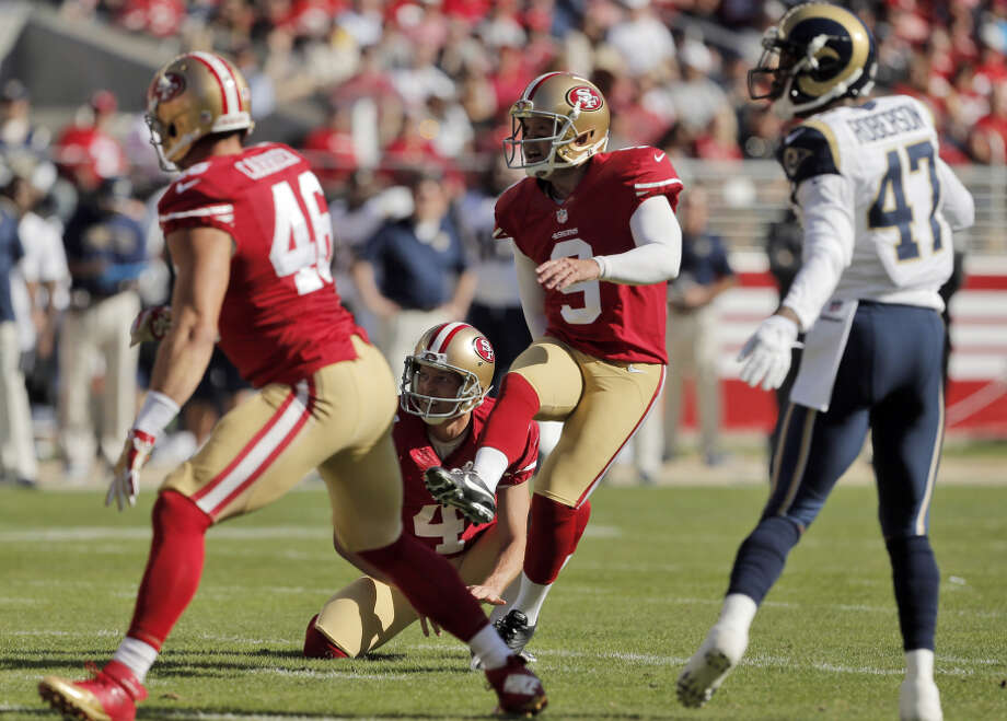 At age 39, Phil Dawson (9), making a field goal against the Rams earlier this month, is kicking as well as he ever has. Photo: Carlos Avila Gonzalez / The Chronicle / ONLINE_YES