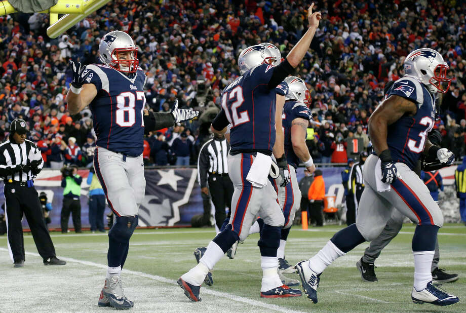 Patriots, brilliant Brady outduel Manning yet again