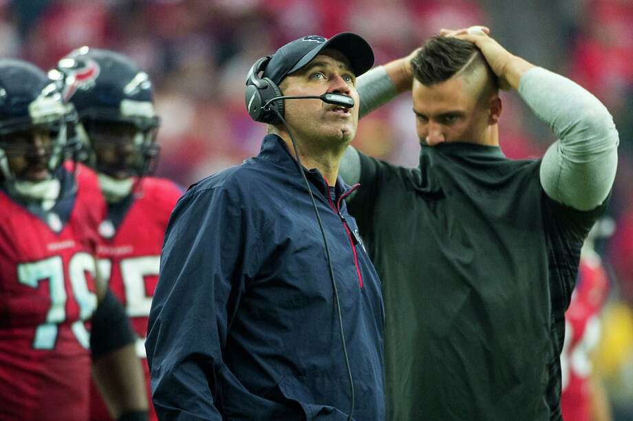 Texans coach Bill O'Brien and linebacker Brian Cushing, right, show their frustration after the Eagles converted a fourth-and-1 at the Texans' 4-yard line in the fourth quarter Sunday. Photo: Smiley N. Pool, Staff / © 2014  Houston Chronicle