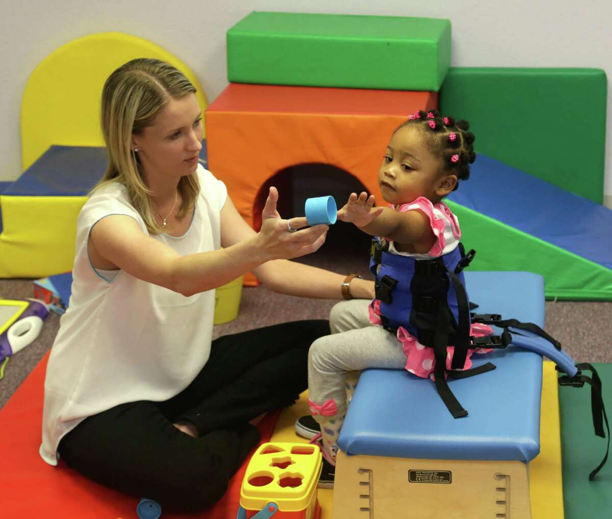 Minnie Baker works with patient Latiya Hadnot at Cole Pediatric Therapy in Conroe.