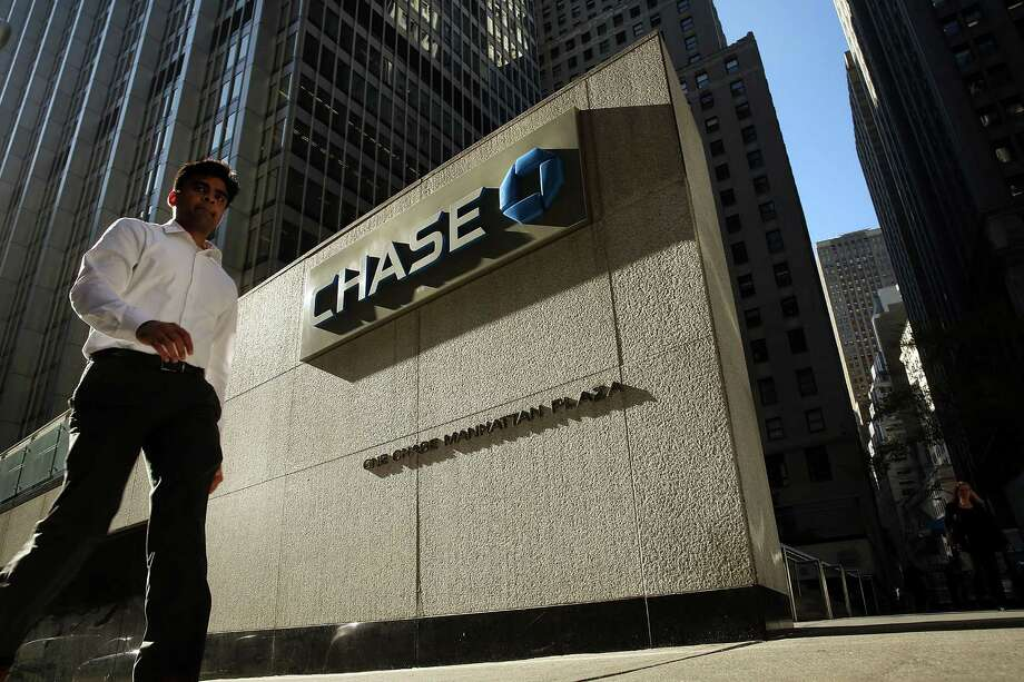 JPMorgan Chase & Co. has operations in One Chase Plaza in New York. The bank disclosed Monday that it is cooperating with federal authorities and foreign regulators in a criminal investigation into the firm's currency-exchange business.  Photo: Spencer Platt, Staff / 2014 Getty Images