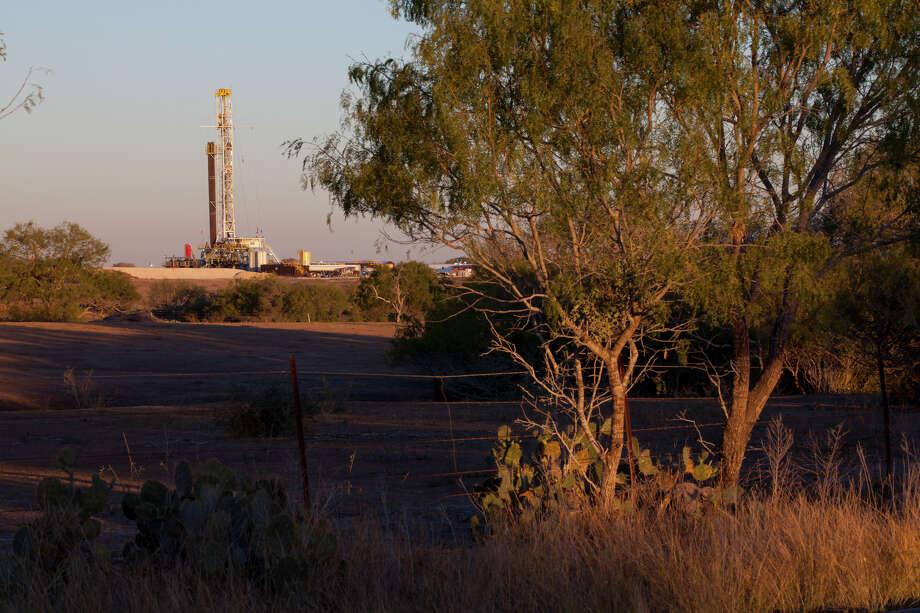 A Marathon Oil drilling rig works in the Bakken Shale of North Dakota, a high-pro- duction area.  Photo: Marathon Oil / ©2011 Ken Childress Photography