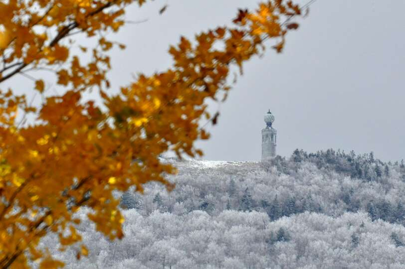 FROSTING ON GREYLOCK: Snow covers the summit of Mount Greylock, the ...