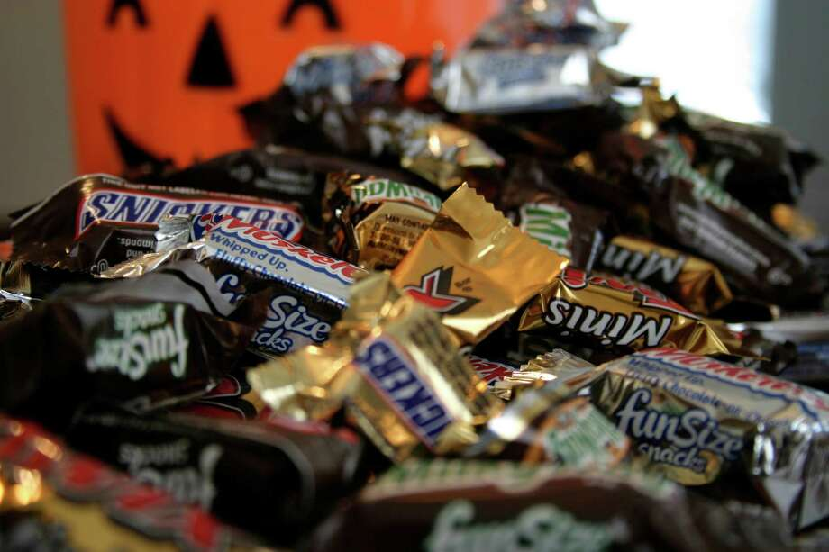 """Fun Size"" and ""Mini"" Halloween Candy. Many dentists' offices in the state are offering parents a fun, and profitable, alternative for sweet disposal in the form of candy buybacks. People can sell their candy to dentists' offices for $1 a pound. In most cases, the sweets are donated to soldiers serving overseas. Photo: Dan Goodman, AP Photo/Dan Goodman / (AP Photo/Dan Goodman, File) Associated Press"