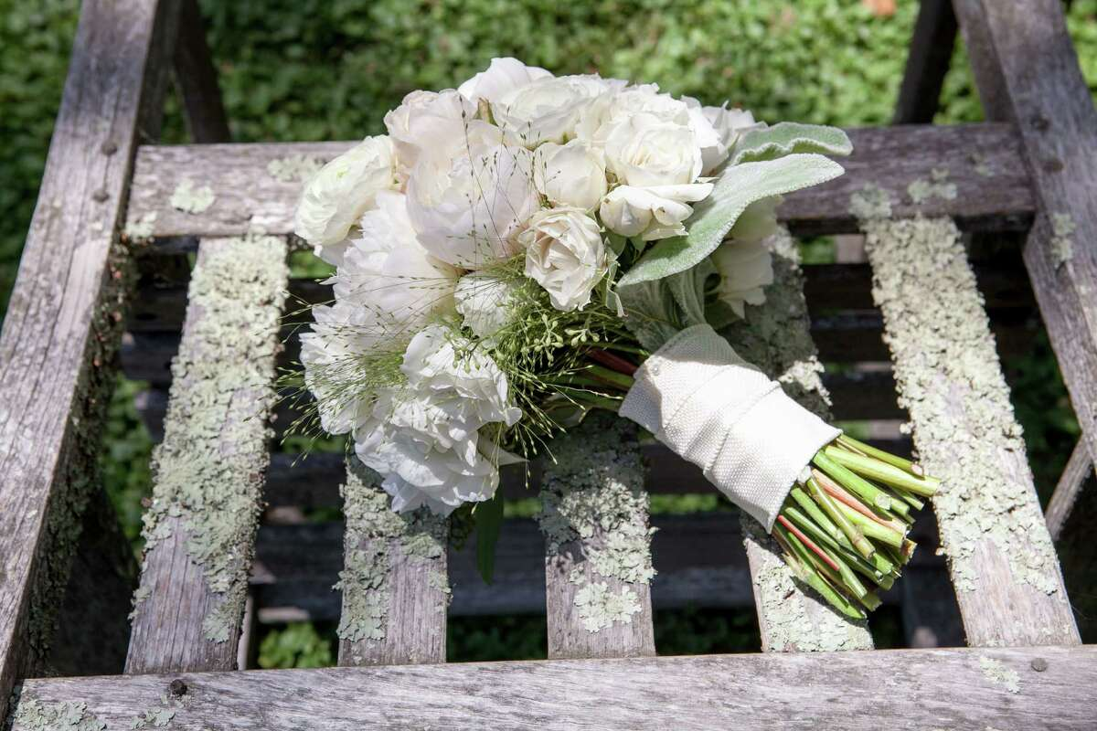 Southern bouquets Don't be surprised to see some favorite garden blooms, including gardenias, hydrangeas and rambling roses, in the bride's bouquet at a Southern wedding.
