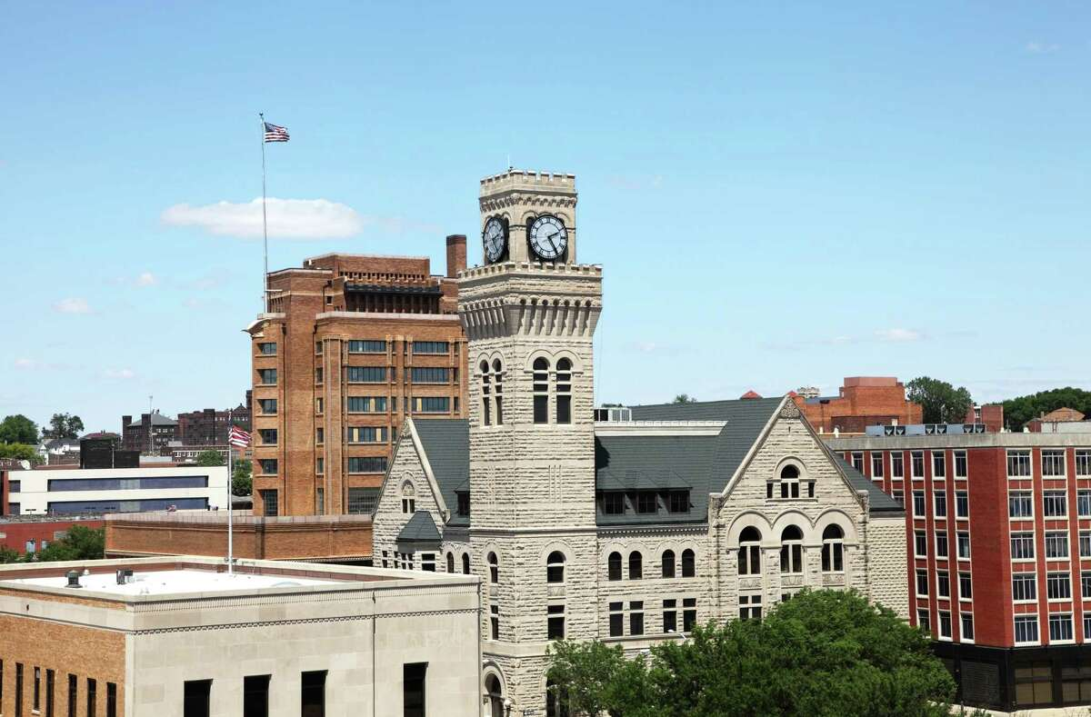 WalletHub recently ranked the U.S. metro areas with the best and worst budgeters. View the top 10 here. 10. Siouxland Siouxland ranked No. 1 for the lowest credit usage.