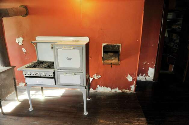 A view of a 1950's gas stove and a bake oven, on the right in the wall, seen here at Historic Cherry Hill on Thursday, Oct. 30, 2014, in Albany, N.Y.  This was a kitchen used for cooking in the home at one time.  (Paul Buckowski / Times Union) Photo: Paul Buckowski / 00029173A