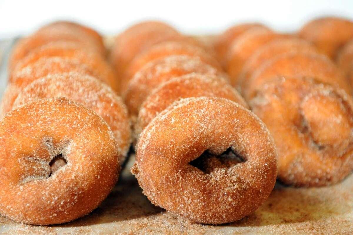Silverman's Farm 451 Sport Hill Road, Easton Treats:Apple pieApple cider donuts