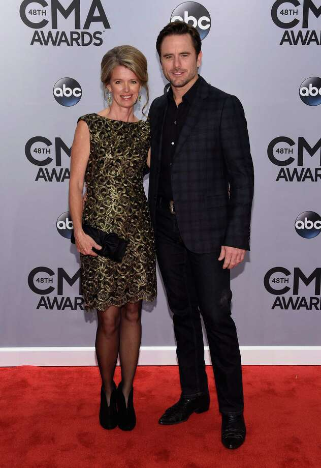 country stars rock fashion on cmas red carpet