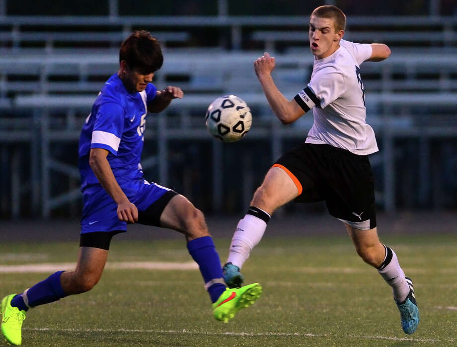 Darien's Andrew Matthew, left, and Shelton's Austin Forlenzo converge on the ball, during Class LL 2nd round of boys soccer action in Shelton, Conn., on Wednesday Nov. 5, 2014. Photo: Christian Abraham / Connecticut Post