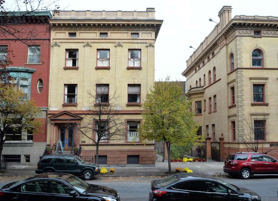 423 State Street, center, on Washington Park shares a courtyard with the Rockefeller, right, Wednesday Nov. 5, 2014, in Albany, NY.  SUNY Central System is planning to buy it for $430,000 for the chancellor's residence. She is renting it now at $3,600 monthly from the UAlbany Foundation.  (John Carl D'Annibale / Times Union) Photo: John Carl D'Annibale / 00029360A