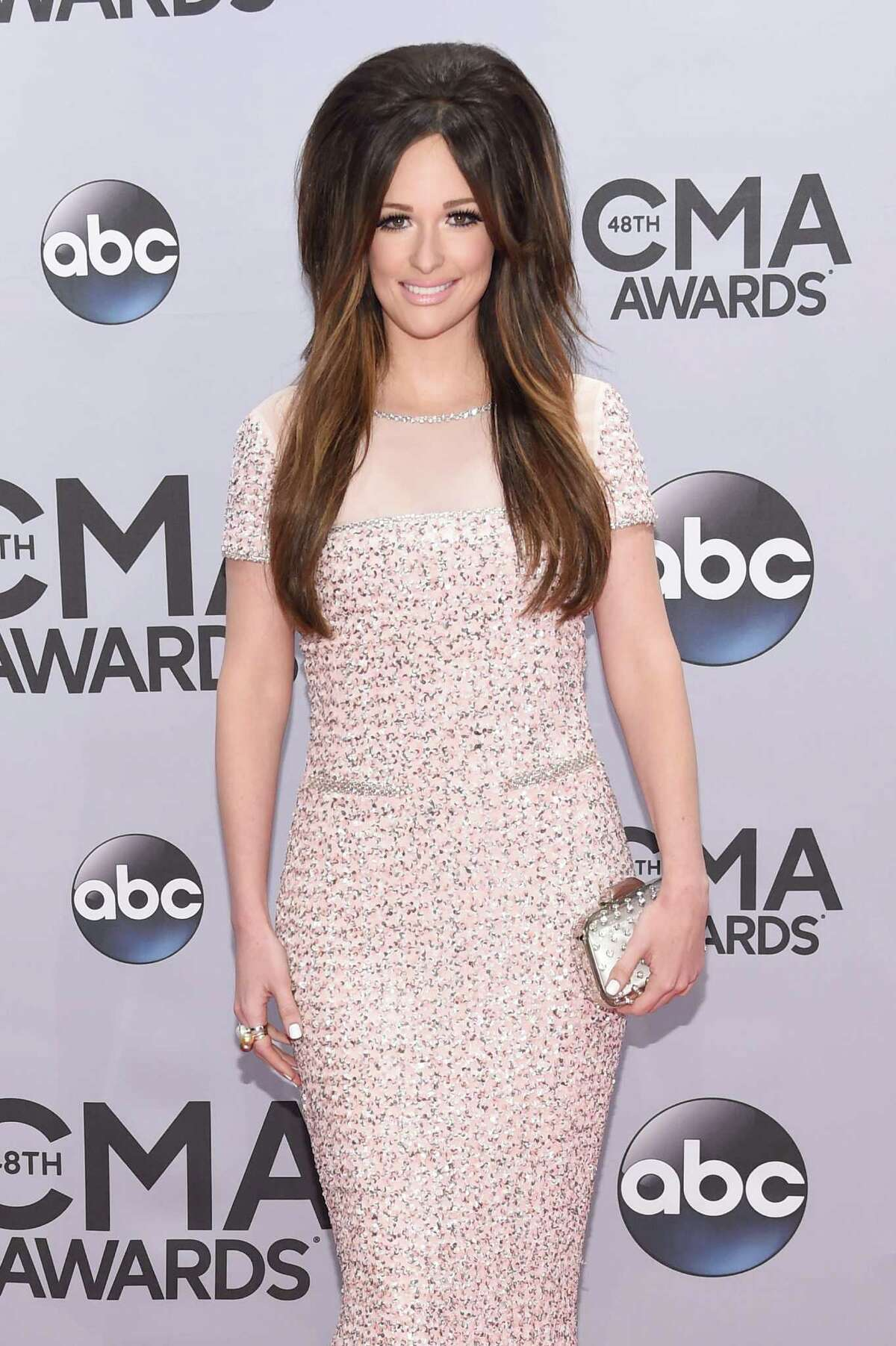 Oh Kacey Musgraves of Texas, we love you, but this look is not working.