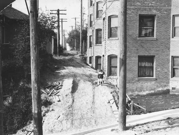 Thomas Street, pictured May 22, 1909. Photo: Seattle Municipal Archive