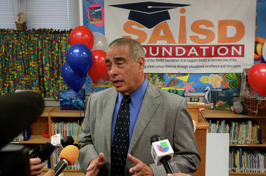 Sylvester Perez is stepping down as the San Antonio Independent School District superintendant. He will be missed. Photo: JOHN DAVENPORT / JOHN DAVENPORT / SAN ANTONIO EXPRESS-NEWS / ©San Antonio Express-News/Photo may be sold to the public