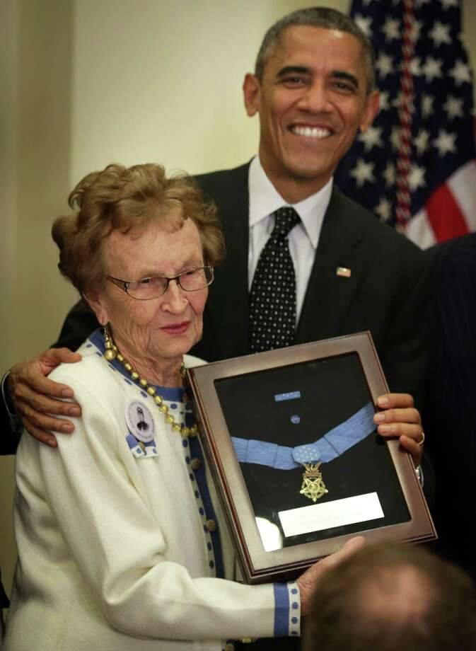 WASHINGTON, DC - NOVEMBER 06:  Helen Loring Ensign (L) of Palm Desert, California, recevies the Medal of Honor for conspicuous gallantry on behalf of Army First Lieutenant Alonzo H. Cushing from U.S. President Barack Obama (R) during a ceremony in the Roosevelt Room of the White House November 6, 2014 in Washington, DC. President Obama presented the award posthumously to Lieutenant Cushing who served as commanding officer of Battery A, 4th United States Artillery, Artillery Brigade, 2nd Corps, Army of the Potomac for his actions during combat operations in the vicinity of Cemetery Ridge, Gettysburg, Pennsylvania, on July 3, 1863.  (Photo by Alex Wong/Getty Images) Photo: Alex Wong / Getty Images / 2014 Getty Images