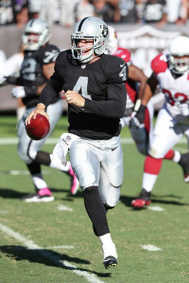 Oakland Raiders QB Derek Carr #4 in action, in the fourth quarter in his game against the Arizona Cardinals at the O.co Coliseum during an NFL game in Oakland, Calif. on Sunday, Oct. 29, 2014. (AP Photo/David Seelig) Photo: David Seelig / Associated Press / FR161686 AP