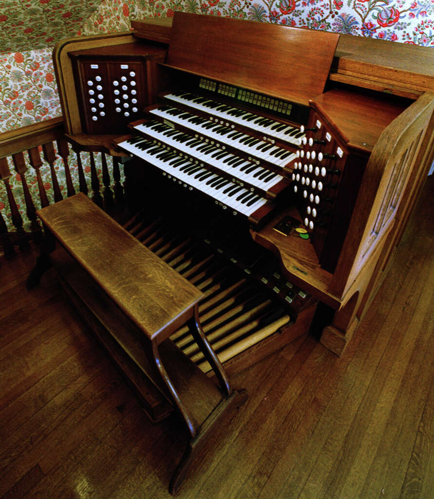 Thomas organ company pension - The 1929 Skinner Organ From Westminster Presbyterian Church Is Housed At Teh Home Of Dr