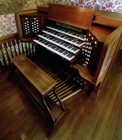 The 1929 Skinner Organ from Westminster Presbyterian Church is housed at teh home of Dr. Thomas Older, June 23, 2000, in Albany, N.Y. The retired cardiac surgeon not only saved from the landfill what is widely considered to be one of the very finest organs in the Capital Region: He dismantled it, his wife numbered the 4,000 parts and Older rebuilt it in his home along Washington Park over the course of four years. (Skip Dickstein/Times Union) Photo: SKIP DICKSTEIN / ALBANY TIMES UNION