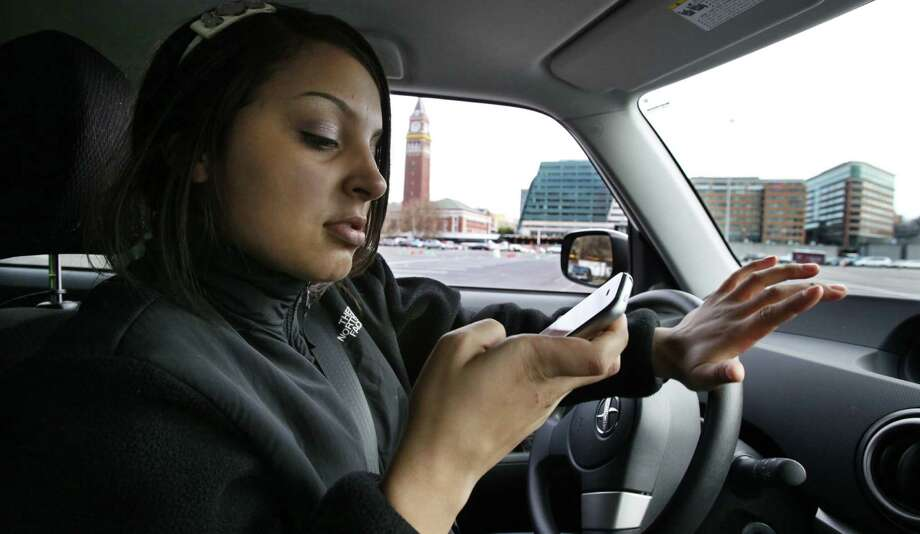 Under the ordinance, motorists wishing to make calls will have to use technology like Bluetooth or speakerphone. Photo: Associated Press / File Photo / AP