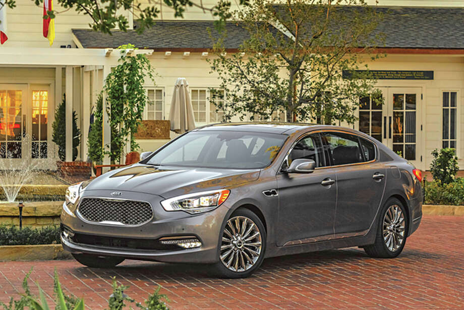 2015 Kia K900 (photo courtesy Kia)