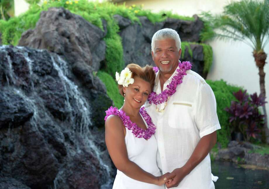 Houstonians Wanda and Oliver Sprott Jr. renewed their wedding vows during a ceremony in Maui, Hawaii. / PhotoHawaii.com
