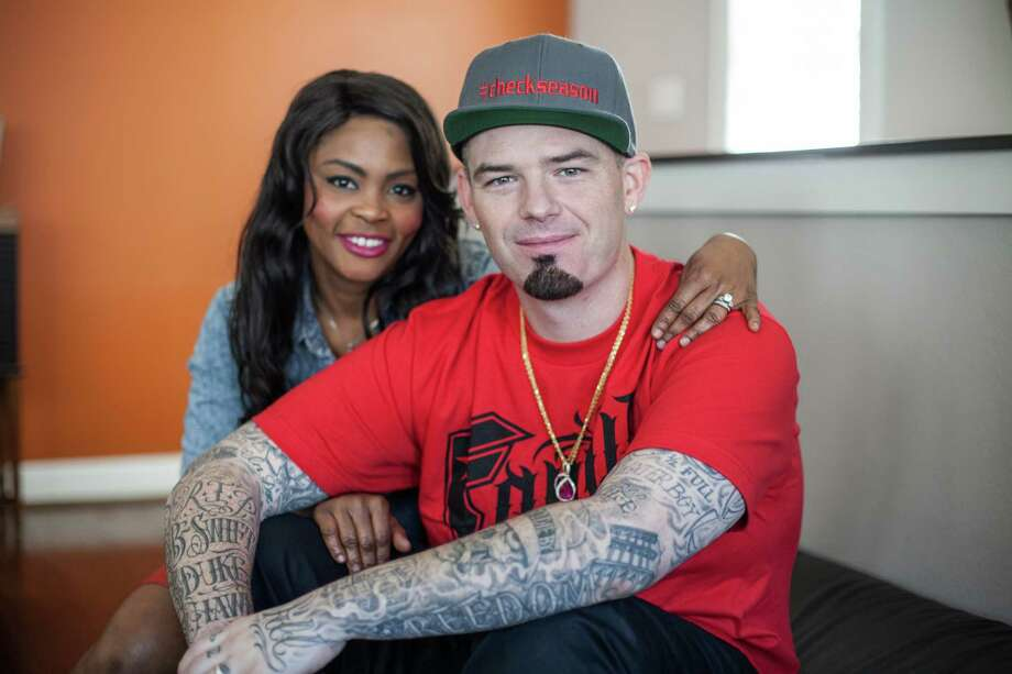 Crystal and Paul Wall pose for a portrait in their home Friday October 24, 2014 in Houston, TX. The couple has collectively lost 160 pounds. (Michael Starghill, Jr.) Photo: Michael Starghill, Jr., Photographer / © 2014 Michael Starghill, Jr.